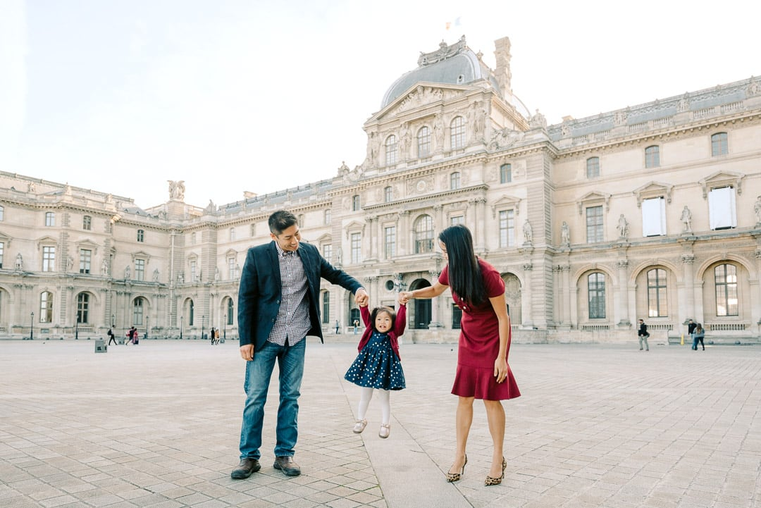 family photo session at the Louvre in Paris france