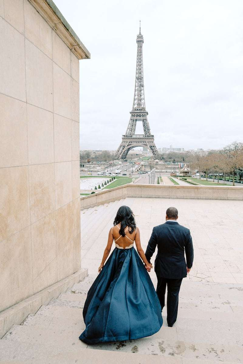 surprise proposal in front of the eiffel tower paris winter